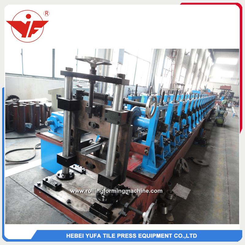 Hydraulic cutting gear box transmission solar bracket roll forming machine